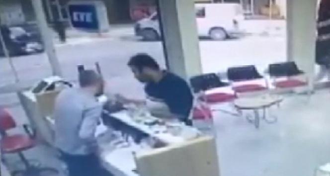 Sadaka kutusunu çalan hırsız kamerada