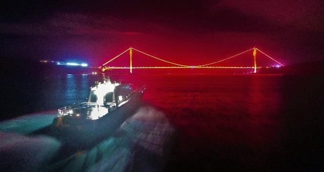 """İstanbul Boğazı'nda film sahnelerini aratmayan """"balık"""" denetimi"""