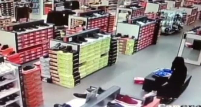 Mağaza hırsızları önce kameraya ardından polise yakalandı