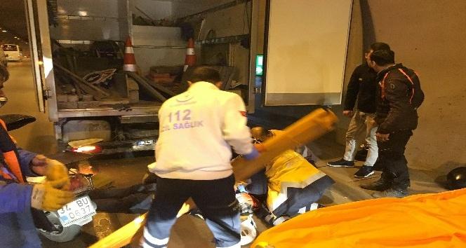 Dolmabahçe Tüneli'nde motosiklet işçilerin arasına daldı: 2 yaralı