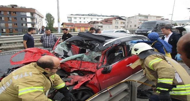 Maltepe'de sıkışmalı trafik kazası: 1'i ağır 2 yaralı