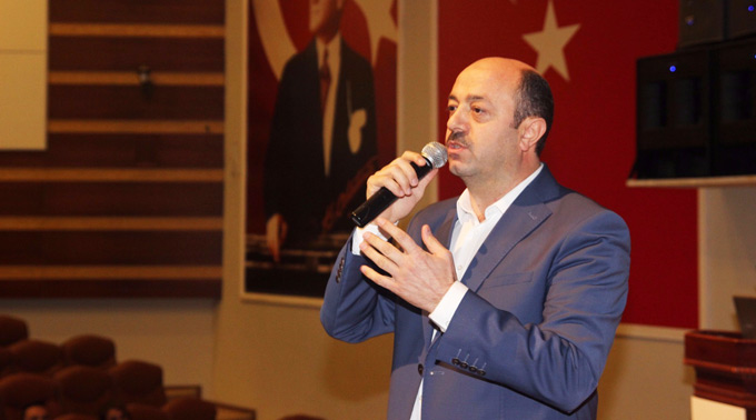 """Talat Yavuz: """"Öğretmen karşısında neden ezilirsiniz?"""""""