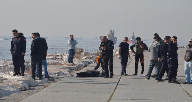 Yenikapı'da denizden erkek cesedi çıkarıldı