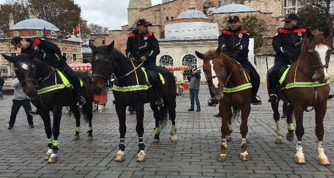 'Atlı Birlikler' Sultanahmet meydanında göreve başladı