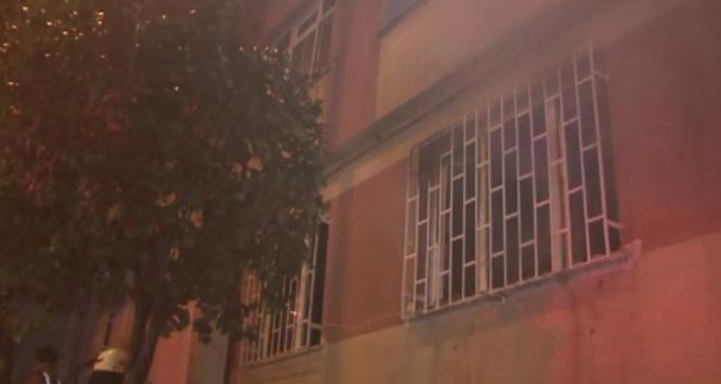 4 katlı bir binada çıkan yangın paniğe yol açtı