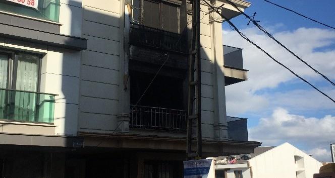 Bir gün önce taşındığı ev alev alev yandı