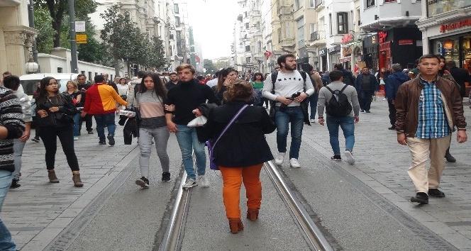 İstiklal Caddesi'nde bir ören bayan