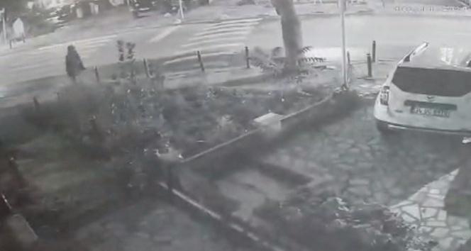 Kadıköy'de muhtarlığa saldıran şahıslar kamerada