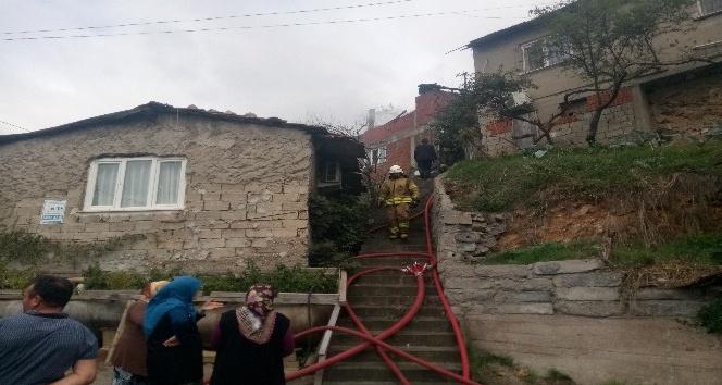 Kartal'da gecekondu yangını: 2 yaralı
