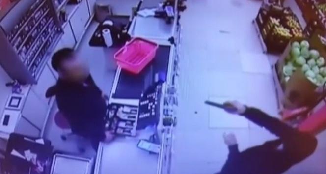 Pendik'te silahlı market soygunu kamerada
