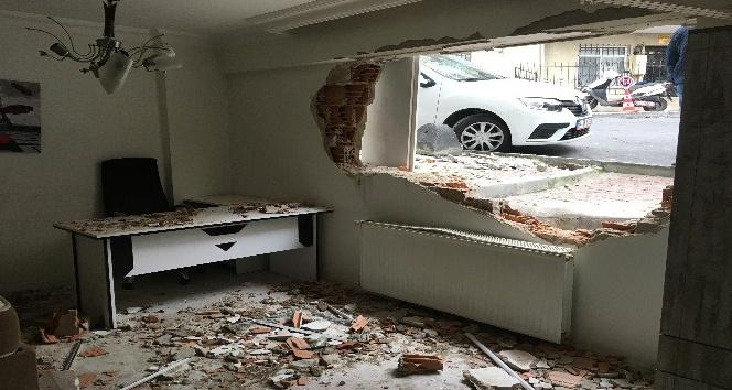 Freni patlayan otomobil yatak odasına daldı