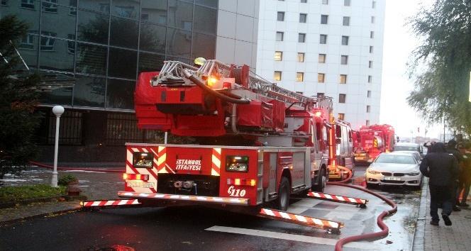 17 katlı bir iş merkezinde yangında can pazarı yaşandı