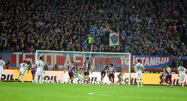 Trabzonspor, Fenerbahçe'yi 2-1 mağlup etti