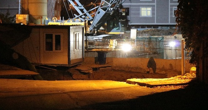 Ümraniye'de metro inşaatı çalışması sırasında yol çöktü 2 ölü var