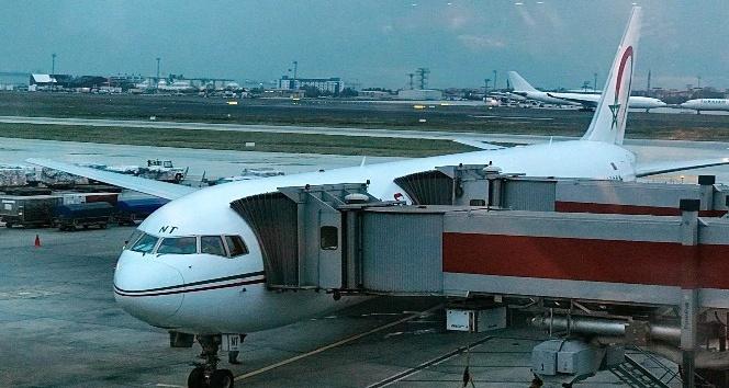 Hostes 'slide' patlatınca uçak 3 saat rötar yaptı