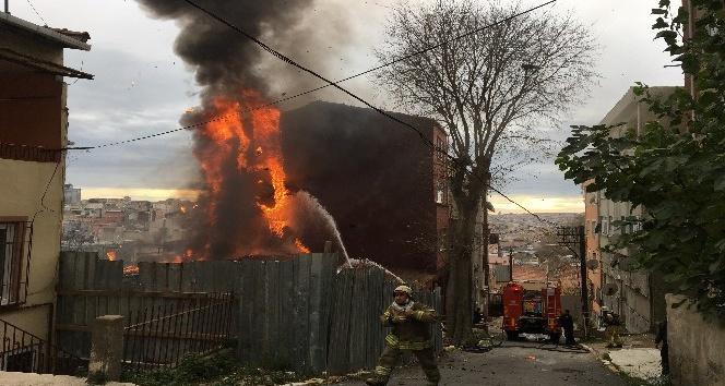 Metruk bir binada çıkan yangın korkuttu