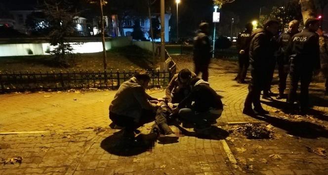 Kadıköy'de bıçaklı kavga:1 yaralı