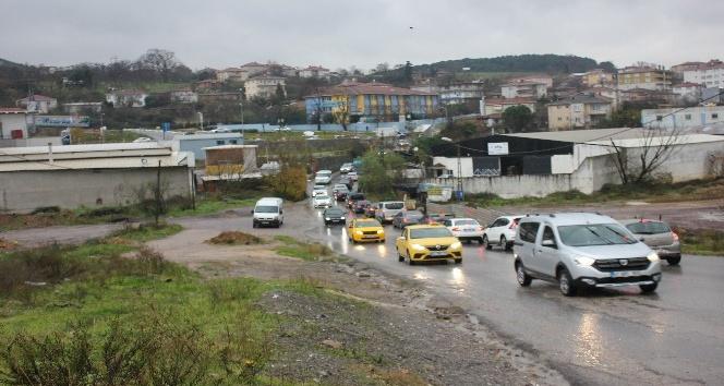 Maltepe Büyükbakkalköy yolunu su bastı