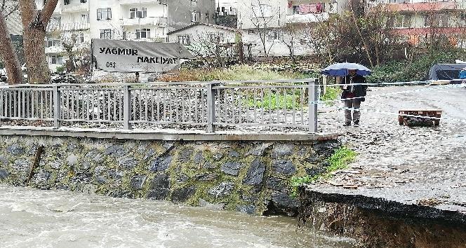 Belediye köprüyü yıkınca onlarca araç otoparkta mahsur kaldı