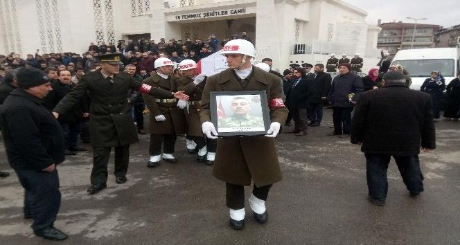 Kilis'te kaza kurşunu ile şehit olan asker Samandıra'da son yolculuğuna uğurlandı