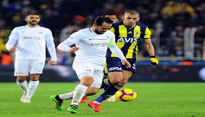 Fenerbahçe Kadıköy'de Atiker Konyaspor ile berabere kaldı