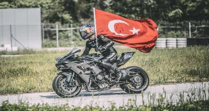 """Dünya Şampiyonu Kenan Sofuoğlu'nun hayat hikâyesi """"Köklere Dönüş"""" film oldu"""