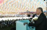 """CUMHURBAŞKANI ERDOĞAN, AK PARTİ KAHRAMANMARAŞ İL TEŞKİLATI'NIN 7. OLAĞAN KONGRESİNE KATILDI. (HALİL ULUBEY - LİDER OLGUN/KAHRAMANMARAŞ-İHA) Cumhurbaşkanı Recep Tayyip Erdoğan, """"CHP'nin dediği gibi biz IMF'den borç alsaydık, Suriye'de, Libya'da, Irak'ta haksızlığa ses çıkarmasaydık kimse bizi hedef almazdı""""dedi."""